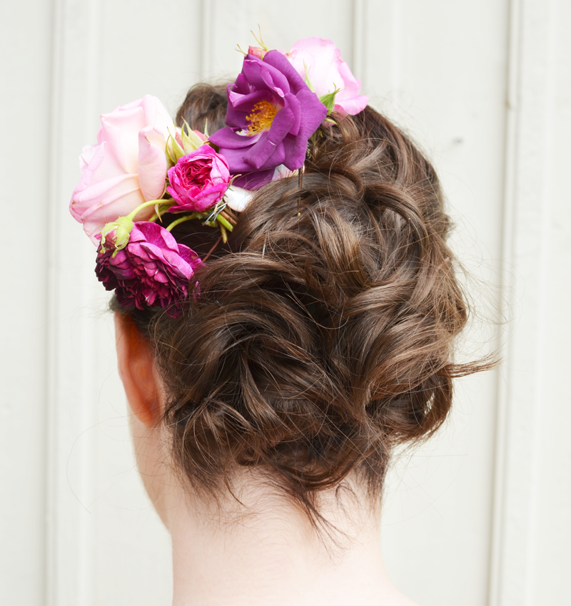 hairdo-for-short-hair-with-fresh-flowers