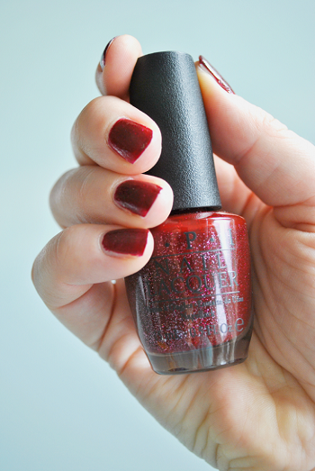 opi-underneath-the-mistletoe-bottle-and-swatch-picture-685x1024