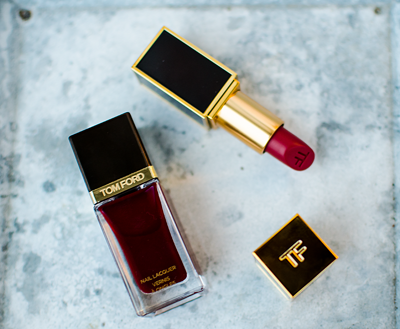 tom-ford-lappstift-crimson-noir-och-nagellacket-bordeaux-lust